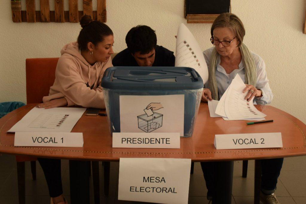Mesa electoral primarias Las Fuentes